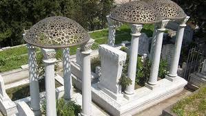 Zeki Müren Mezarı