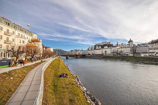 Salzburg nehir kıyısı