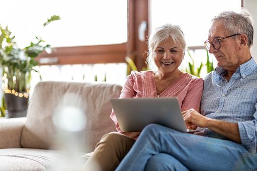 Yaşlı ve internet kullanımı