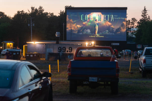 Arabada sinema seyretme keyfi