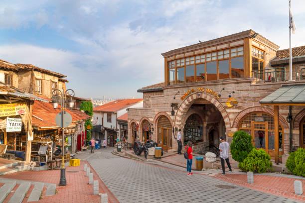 Kale içi mağazaları ve Rahmi M. Koç müzesi girişi